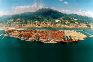 Ripresa estiva del container al porto di Genova