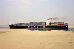 L'Egitto allarga l'imbocco del Canale di Suez