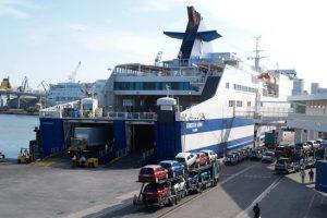 Scontro sull'autoproduzione tra i due fronti del porto