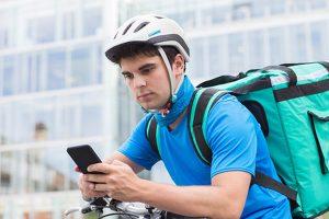 Uber Italia in amministrazione giudiziaria per caporalato rider