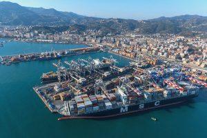 Crolla ponte mobile nel porto della Spezia
